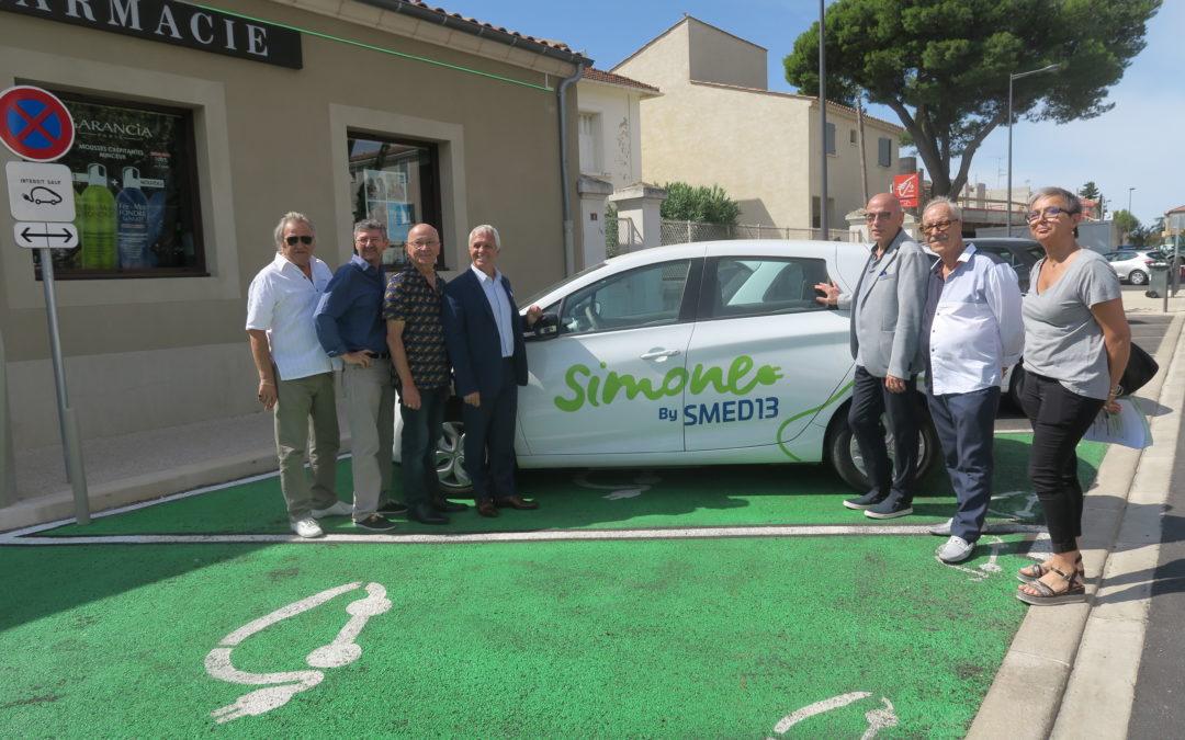 """Le village de Graveson s'équipe d'une borne électrique avec """"SIMONE"""""""